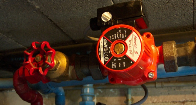 Курганские управкомпании обвинили в самовольном подключении тепла. Больше 100 домов оказались не готовы к зиме