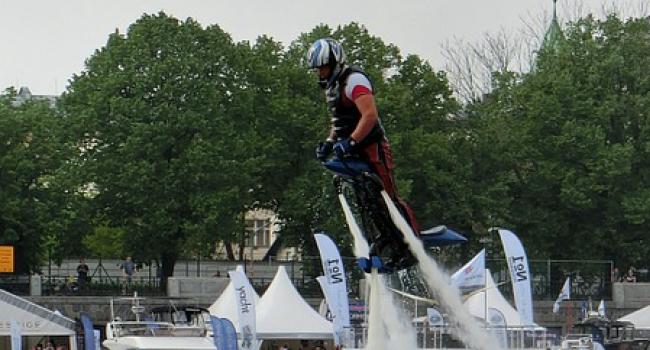 Британец разогнал реактивный ранец до рекордной скорости