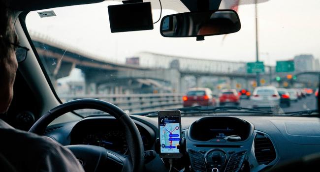 Российских водителей начали штрафовать за отсутствие знака «Шипы»