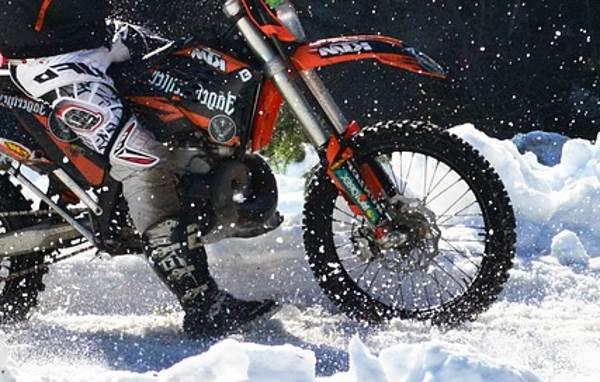 Зауралец победил во втором финале чемпионата мира по ледовому спидвею