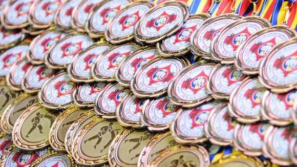 Самбисты Курганской области взяли 16 медалей на окружных состязаниях