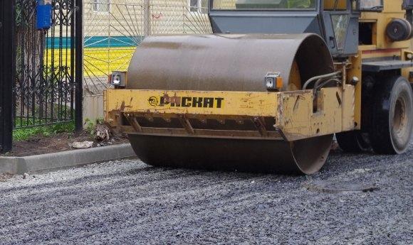 Специалисты начали ремонтировать одну из центральных кетовских улиц