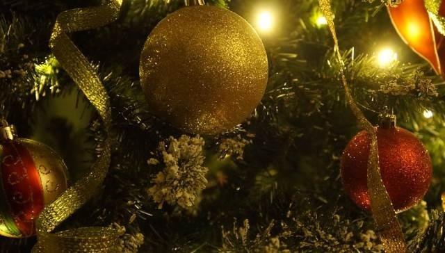 Микрорайон Восточный получил праздничную ёлку