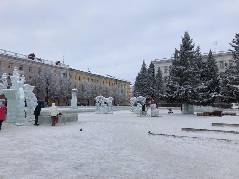 На центральной площади демонтируют ледовый городок