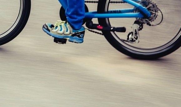 Несовершеннолетний велосипедист попал под колеса легковушки