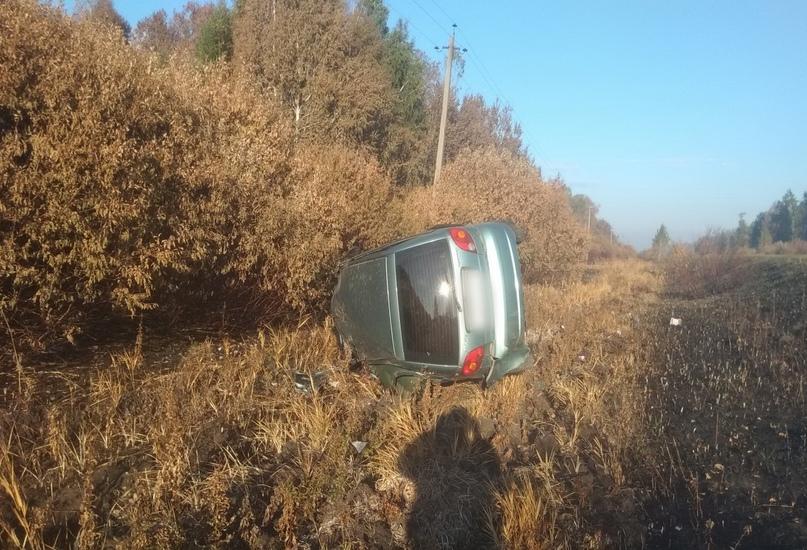 Водитель из Екатеринбурга перевернулся на иномарке в Зауралье